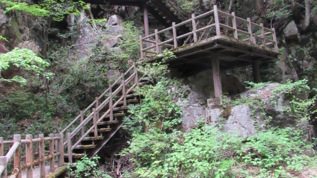 龍神神社から滝へ