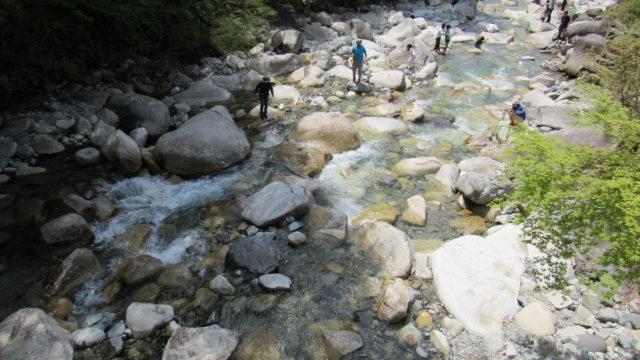 キャンプ場前の川2