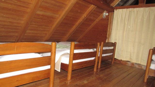 ロッジのベッド